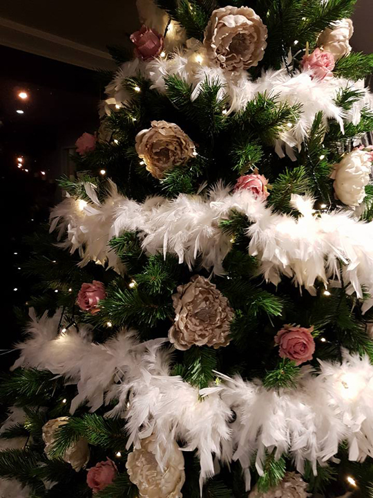 Christmas Tree Masterpiece, Beige and Pink Roses with White Feather Boas