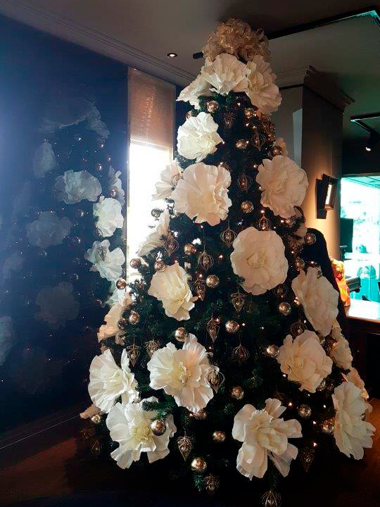 Christmas Tree Masterpiece, Giant White Flowers