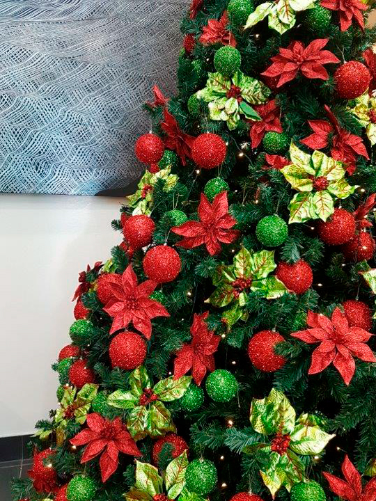 Christmas Tree Masterpiece, Red and Green Flowers